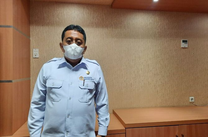 LAKUKAN LANGKAH PREVENTIF: Rektor UTM Muh. Syarif saat ditemui di ruang kerjanya kemarin.