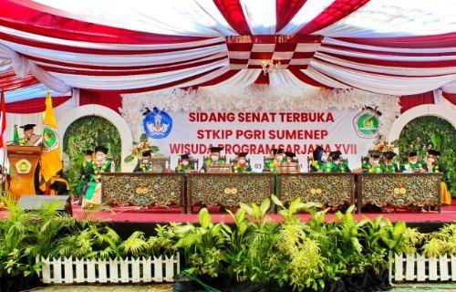 STKIP PGRI Sumenep Wisuda 413 Wisudawan