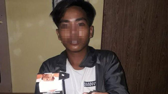 MASA DEPAN BURAM: Moh. Khoirul saat difoto di Mapolsek Tamberu, Kecamatan Batumarmar, pada 7 Oktober.