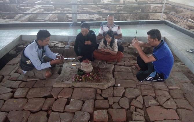 Sumur Upas Trowulan, Kab. Mojokerto, selalu ramai dikunjungi untuk melakukan ritual dan meditasi tertentu.