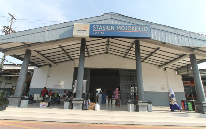 Stasiun Mojokerto di Jalan Bhayangkara hingga saat ini masih difungsikan.