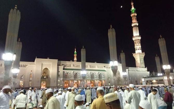 Suasana jamaah haji saat melaksanakan ibadah di Masjid Nabawi, Madinah.