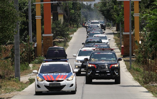 Peserta Family Fun Rally memasuki Desa Wisata Jembul, Kecamatan Jatirejo, Kabupaten Mojokerto usai menyusuri belantara.