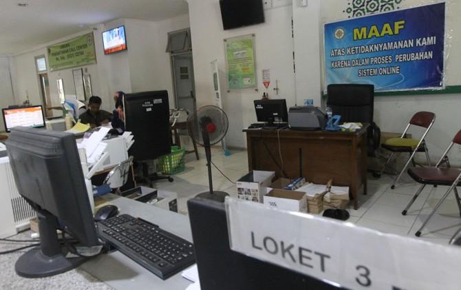 Suasana loket pelayanan BPJS Kesehatan di RSUD Kota Mojokerto nampak lebih lengang.