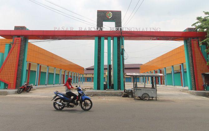 Pintu masuk Pasar Rakyat Kedungmaling, Kecamatan Sooko, Kabupaten Mojokerto.