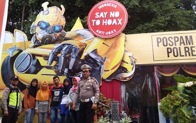 Pos Pam Nataru 2019 bernuasa milenial dengan menghadirkan konsep Bumblebee berdiri di Pertigaan Taman, Kecamatan Mojosari, Mojokerto.