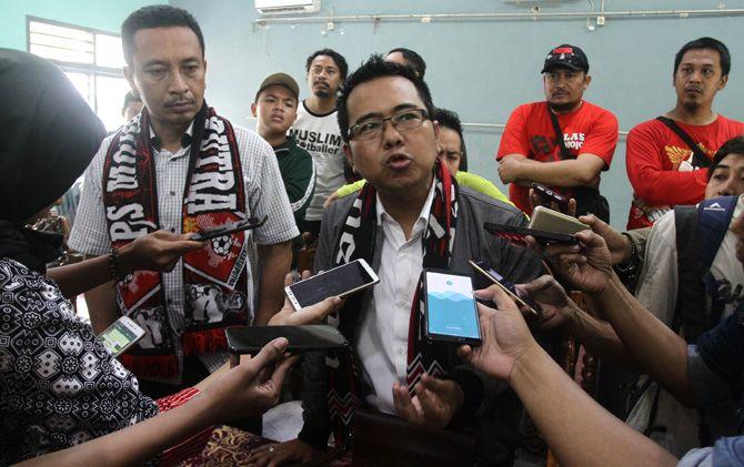 Kuasa Hukum PS Mojokerto Putra, M. Sholeh memberikan keterangan kepada awak media.