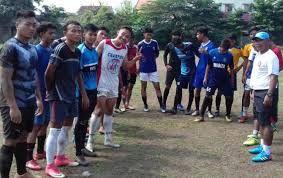 TIm sepak bola porprov Kabupaten Mojokerto saat menggelar latihan.