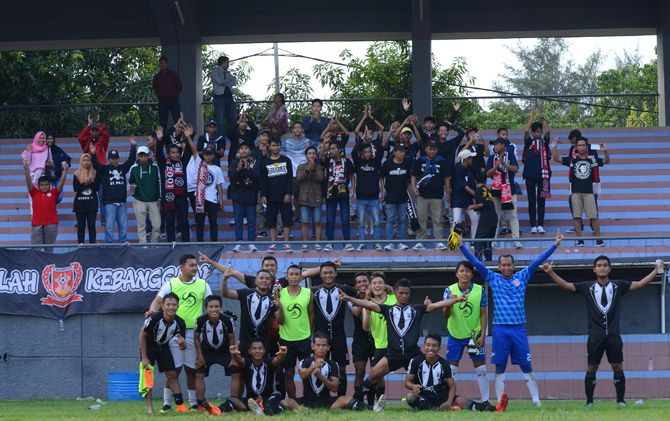 Para penggawa PSMP usai berlaga di babak 64 besar Piala Indonesia di Stadion Jala Krida, Kodikal AAL, Bumimoro, Perak, Surabaya, Desember lalu.