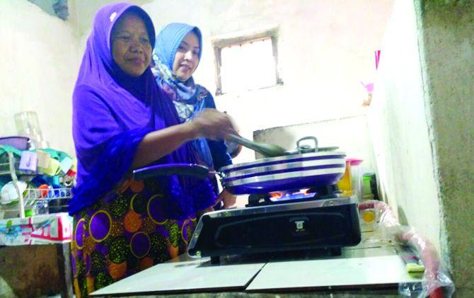 Warga memanfaatkan jargas untuk kebutuhan memasak.