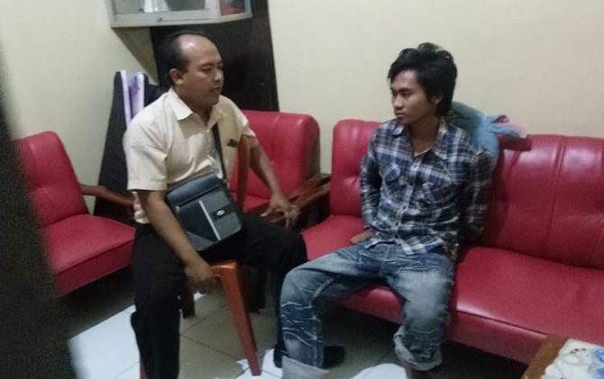 Muhammad Ikyu Avianto saat diamankan di Mapolsek Dawarblandong, Kabupaten Mojokerto.