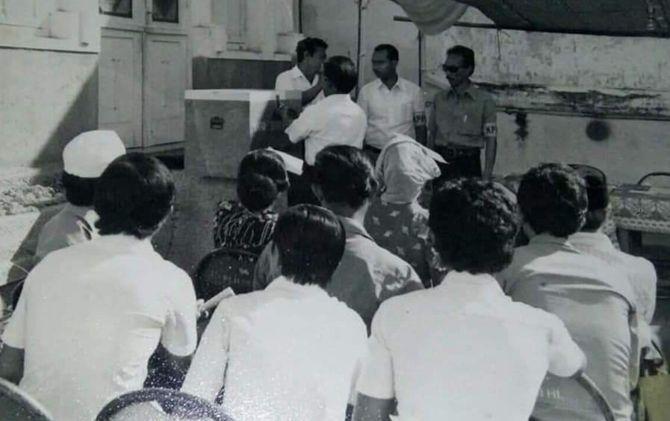 Suasana pemilihan umum tahun 1977 untuk memilih anggota DPR dan DPRD.