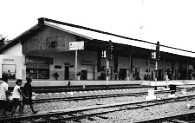 Stasiun Mojokerto yang pernah menjadi sasaran aksi penjarahan pada masa pendudukan Jepang, 7 Maret 1942.
