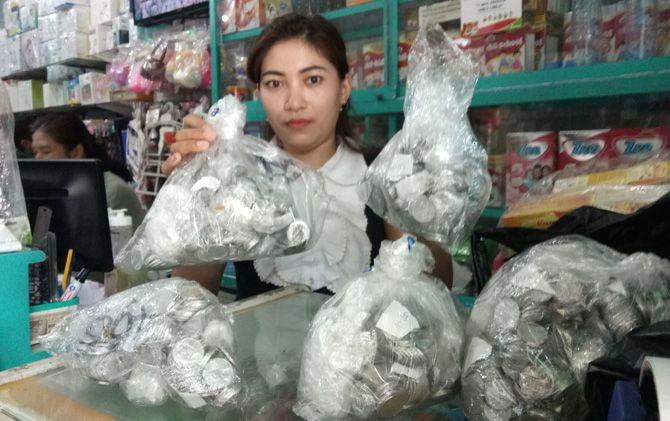 Ratusan uang recehan modal penipuan komplotan pelaku di toko perlengkapan bayi Jalan Mojopahit, Kota Mojokerto.