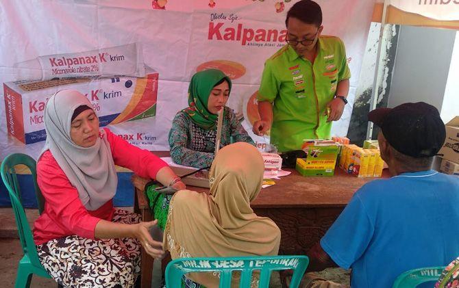 Ratusan warga Dusun Bekucuk Desa Tempuran, Kecamatan Sooko, mendapatkan obat secara gratis Saka Farma.