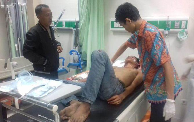 Angger Pribadi Lukito, korban pembacokan saat menjalani perawatan medis di RSUD RA Basuni, Gedeg, Kabupaten Mojokerto, beberapa waktu lalu.