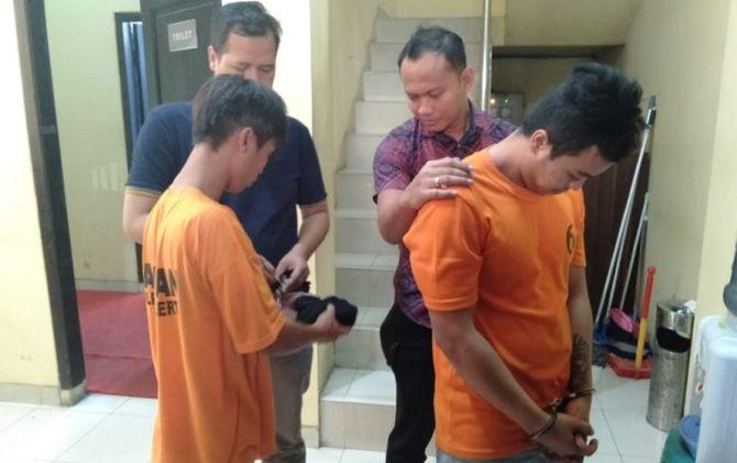 Dua tersangka dugaan pembunuhan WY dan ML resmi ditahan di Mapolres Mojokerto.