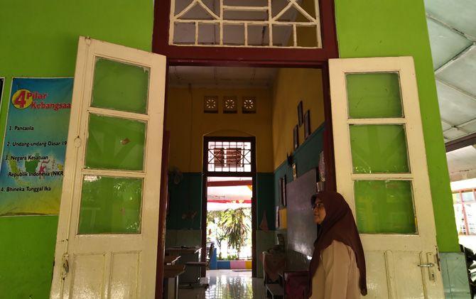 Di SMPN 2 Kota Mojokerto ini Presiden pertama RI Soekarno pernah mengenyam pendidikan sekolah dasar saat masih menjadi Europesche Lagere School (ELS).