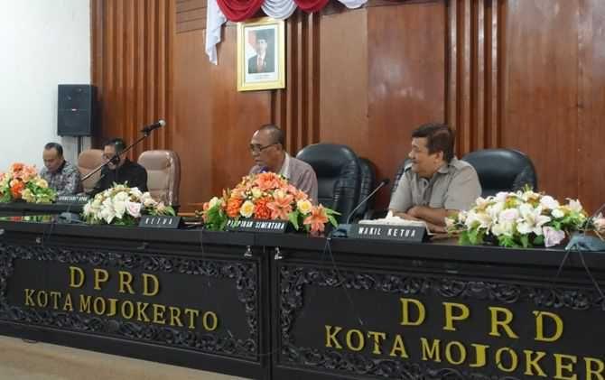 DPRD Kota Mojokerto masih saling lobi untuk berebut jabatan di Alat Kelengkapan Dewan (AKD).
