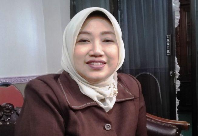 Ketua DPRD Ayni Zuroh ini siap menanggalkan jabatannya sebagai ketua DPRD jika diberikan amanah untuk maju dalam Pilbup 2020 nanti.
