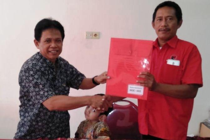 Purwo Santoso saat mendaftar cabup di DPC PDI Perjuangan Kab. Mojokerto, beberapa waktu lalu.