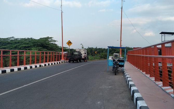 Jembatan Rejoto berada di wilayah barat Kota Mojokerto diproyeksikan tersambung dengan rencana pembangunan jalinbar.