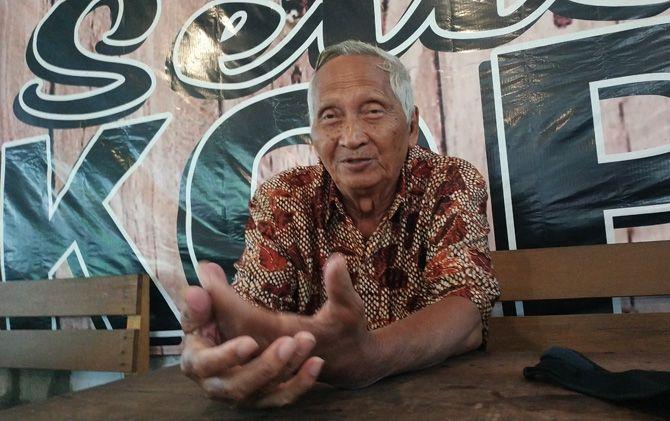 Cak Sulkan menceritakan pengalamannya saat pentas ludruk di tahun 1970-an.