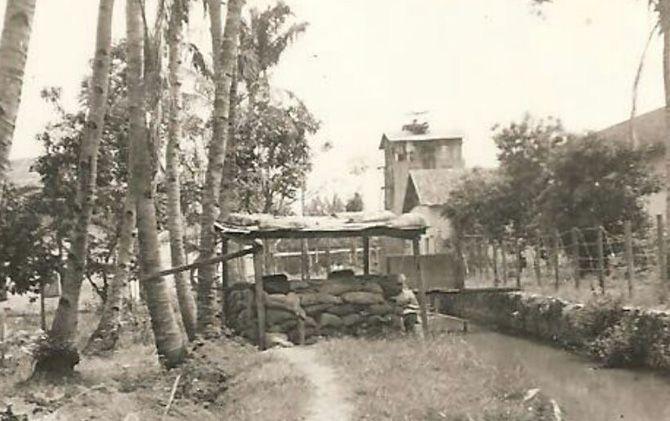 Pos pertahanan Belanda yang berada di dekat PG Gempolkrep, Kecamatan Gedeg, tahun 1947.