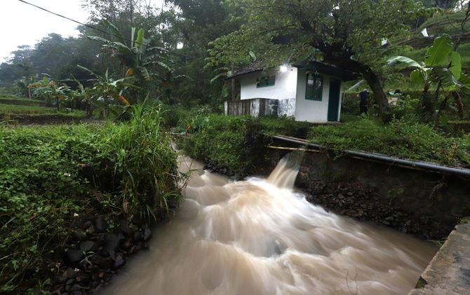 Gardu generator pengubah aliran Sungai Maron menjadi tenaga listrik bagi Dusun Janjing yang terletak di Dusun Biting, Desa Seloliman, Kecamatan Trawas.