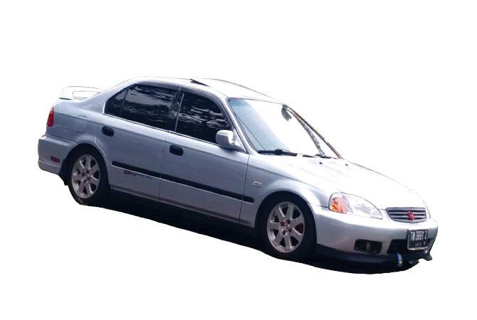 Honda Civic Ferio Facelift 2000 ini kian indah dengan bertenggernya sunroof di plafonnya..