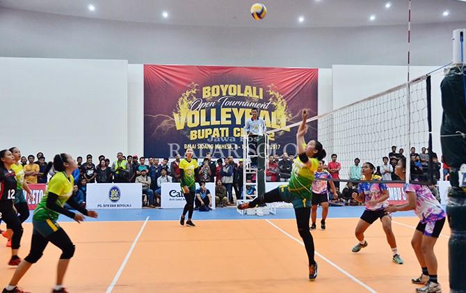 BAKAL SERU: Turnamen voli di Balai Sidang Mahesa tahun lalu.