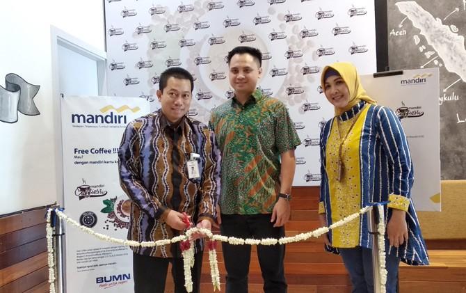 Launching parade kopi lokal bertema Mandiri Coffiesta kemarin (2/10).