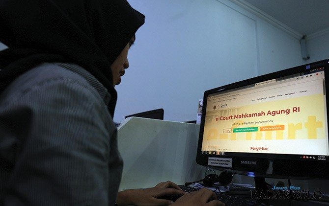 TEROBOSAN: Aplikasi e-court semakin memudahkan masyarakat mendaftarkan gugatan ke pengadilan.