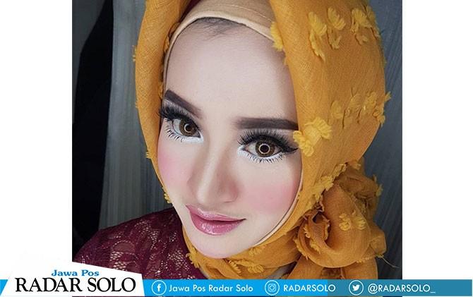 Tren make-up soft flawless untuk wisuda.