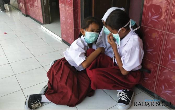 Gara-gara Asap Putri Cempo, Siswa SDN 2 Plesungan Pulang Lebih Awal