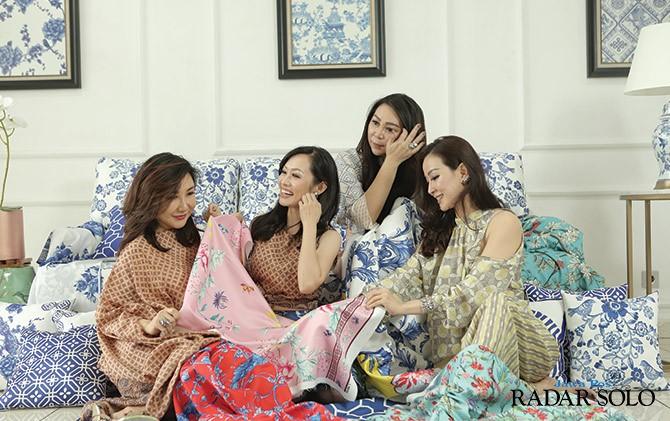 ACTIVE WOMEN: Kebersamaan Olivia K. Sutantyo, Jenny Setiawan, Debby Setyo dan Neni Livia yang ikut meramaikan Hype Marketplace di A&M.Co, Solo.