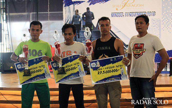 TERCEPAT: Pemenang lomba Yuzu Vertical Run 2018 yang digelar di Solo Paragon Mall.