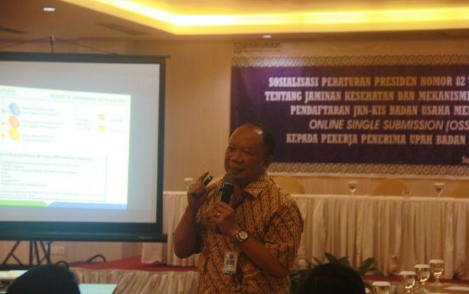 Kepala BPJS Kesehatan Cabang Surakarta, Agus Purwono sosialisasi OSS di Megaland Hotel.