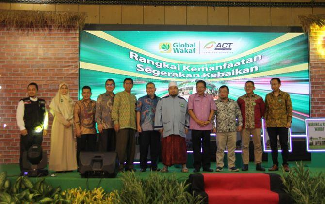 Peluncuran program Global Wakaf di Islamic Center Mataram, NTB.