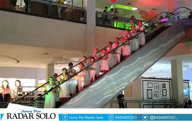 Choir Surprise di Solo Paragon Lifestyle Mall.
