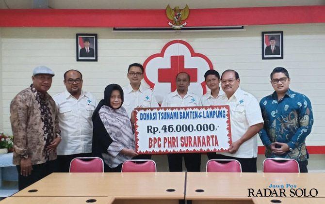 PEDULI: BPC PHRI Surakarta salurkan donasi ke PMI Surakarta.