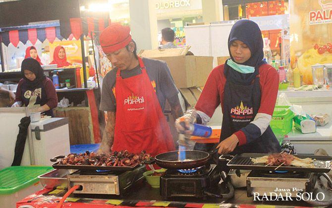 AMAN DIKONSUMSI: Salah satu tenant di Solo Halal Food.
