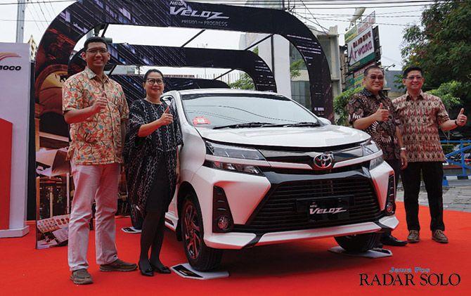 AGRESIF DAN MEWAH: Launching varian baru Toyota New Veloz. Toyota menggelar undian berhadiah 3 unit New Avanza dan 3 unit New Veloz dengan syarat dan ketentuan berlaku.