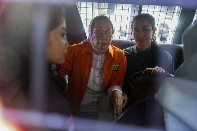 Aksi Kompak Ratna Sarumpaet, Atiqah, dan Pengacara Menuju ke Kejaksaan