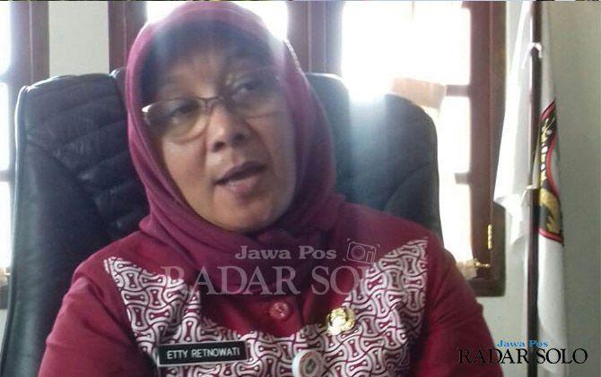 Etty Retnowati, Kepala Dinas Pendidikan Surakarta