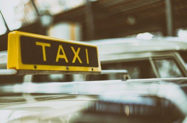 Pengemudi Taksi Wajib Miliki Kontak Kantor Polisi