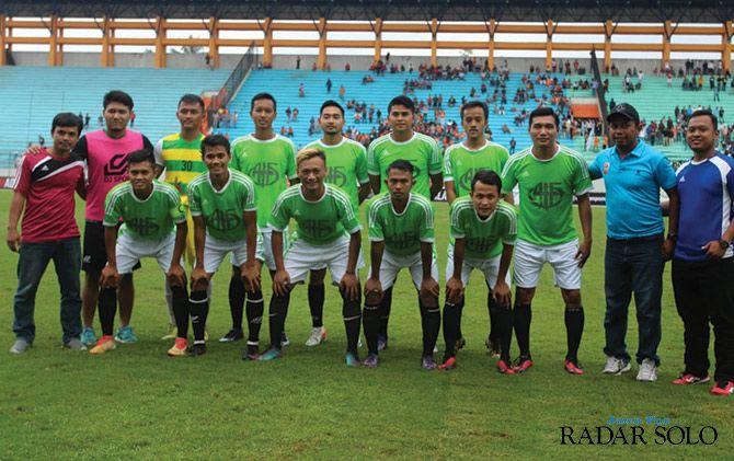 Skuad Sragen United All Star yang menjalani uji coba dengan PPSM All Star di Stadion Moch Soebroto Magelang