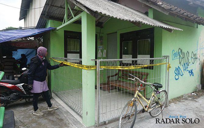 DISELIDIKI: Poliklinik desa di Dusun Topeng, Desa Kajen, Kecamatan Ceper, Klaten dipasangi garis polisi.