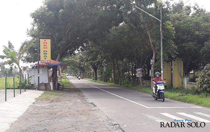 CUKUP VITAL : Kondisi Jalan Tasikmadu - Dagen yang bakal direhab tahun ini. Jalan ini salah satu jalur alternatif penghubung kecamatan Kota Karanganyar-Jaten.