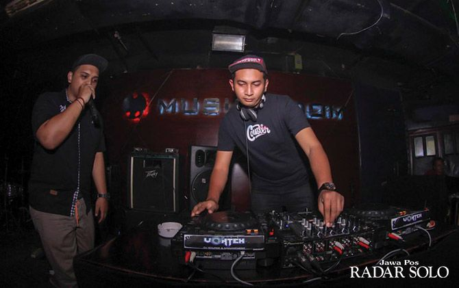 SELALU EKSIS: Perform DJ di Musro The Sunan Hotel Solo.